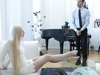 Bossy comme ci MILF Natasha James demands her pussy being fucked occasionally