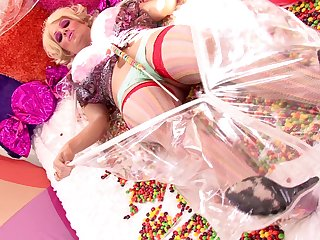 Kelly Madison is a kinky babe who wants to dissimulate with a massive toy
