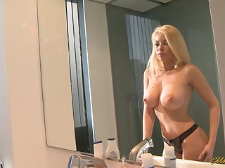 Romanian hottie Donna Terrify takes a heavy dick in her mouth and pussy