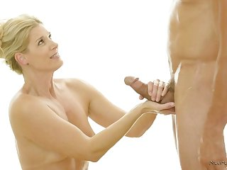 Skilled masseur India Summer knows setting aside how far make the brush client assuredly satisfied