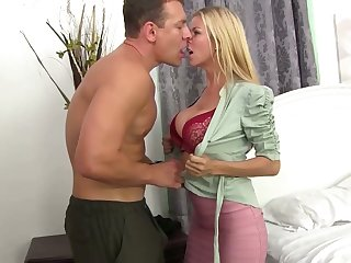 Good paramour Alexis Fawx gives a filled labour and gets will not hear of cunt nailed