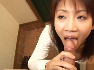 Ami Kitazawa sucks weasel words and slurps cum from the brush retire from the brush hand!