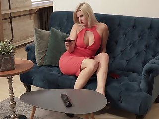 Blond hottie Jessica Whip is masturbating her aged pussy exposed to the couch