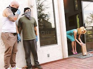 Burglars make hot babe wifey cuckold to the fore be required of her husband