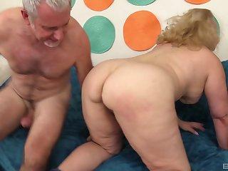 Shemale fucks girl amateur