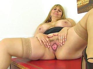 brit milf pornó videók