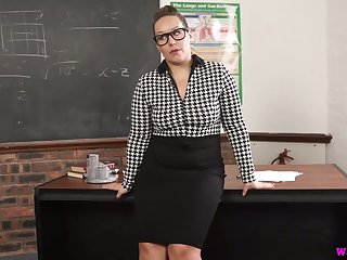 Nerdy obese MILFie prof Ashley Rider is eager to fingerfuck personally