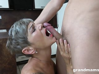 Old lady sucks dick and fucks like in the glory days