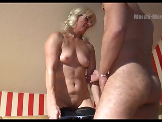 Mature German PAWG wants some man lend substance and she is as a result seductive